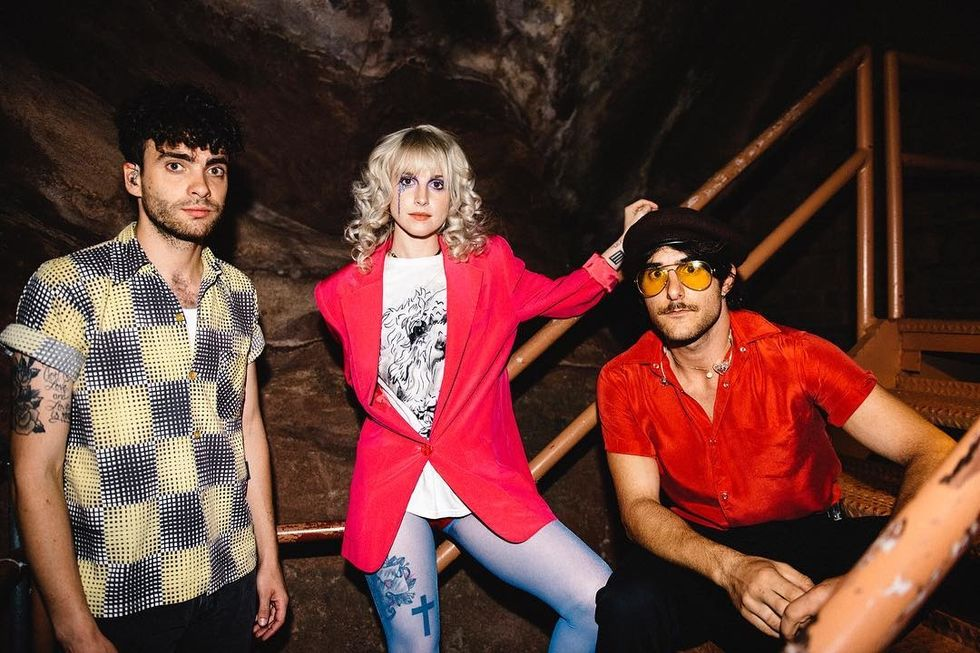 paramore posing together on tour