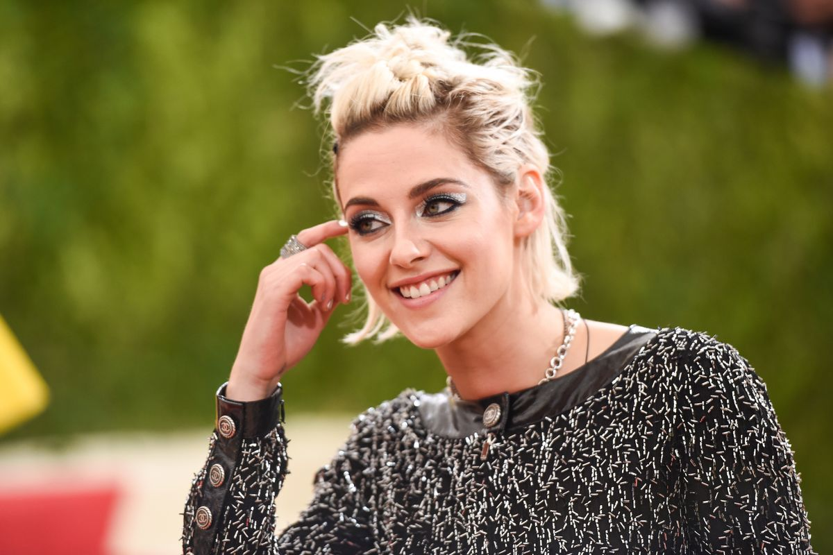 No 'Twilight' Reboot, But Kristen Stewart Is Still Our Fave Red Carpet Heckler