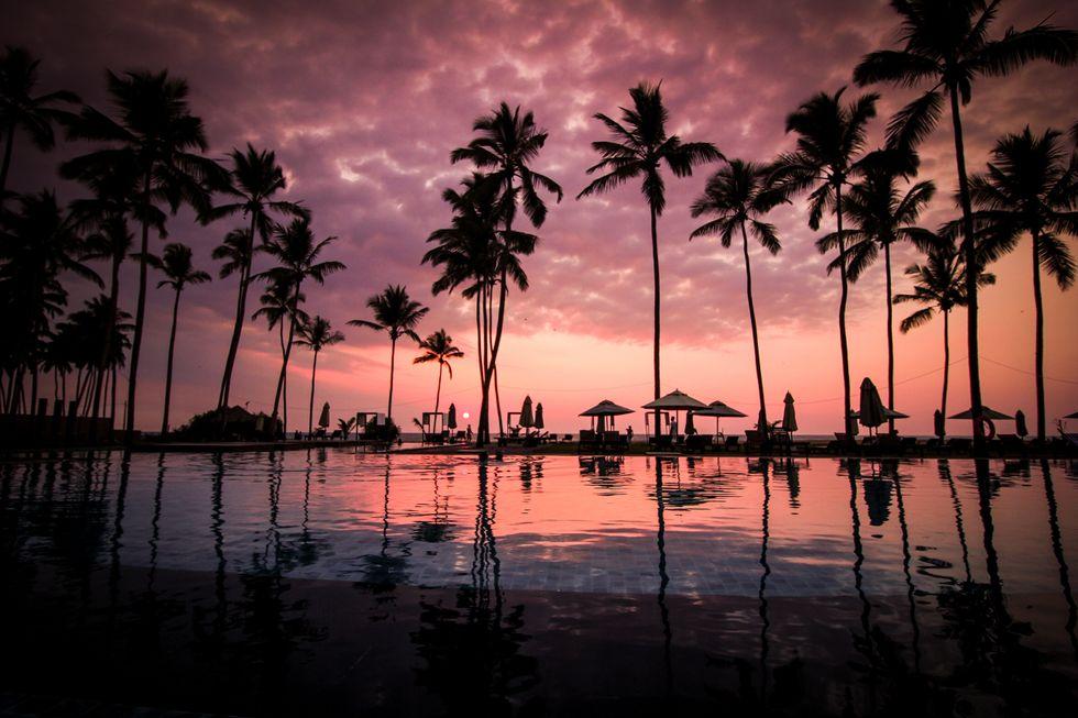 https://www.pexels.com/photo/sky-sunset-beach-vacation-60217/