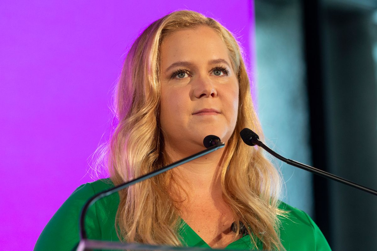 Amy Schumer Urges Maroon 5 to Back Out of the Super Bowl