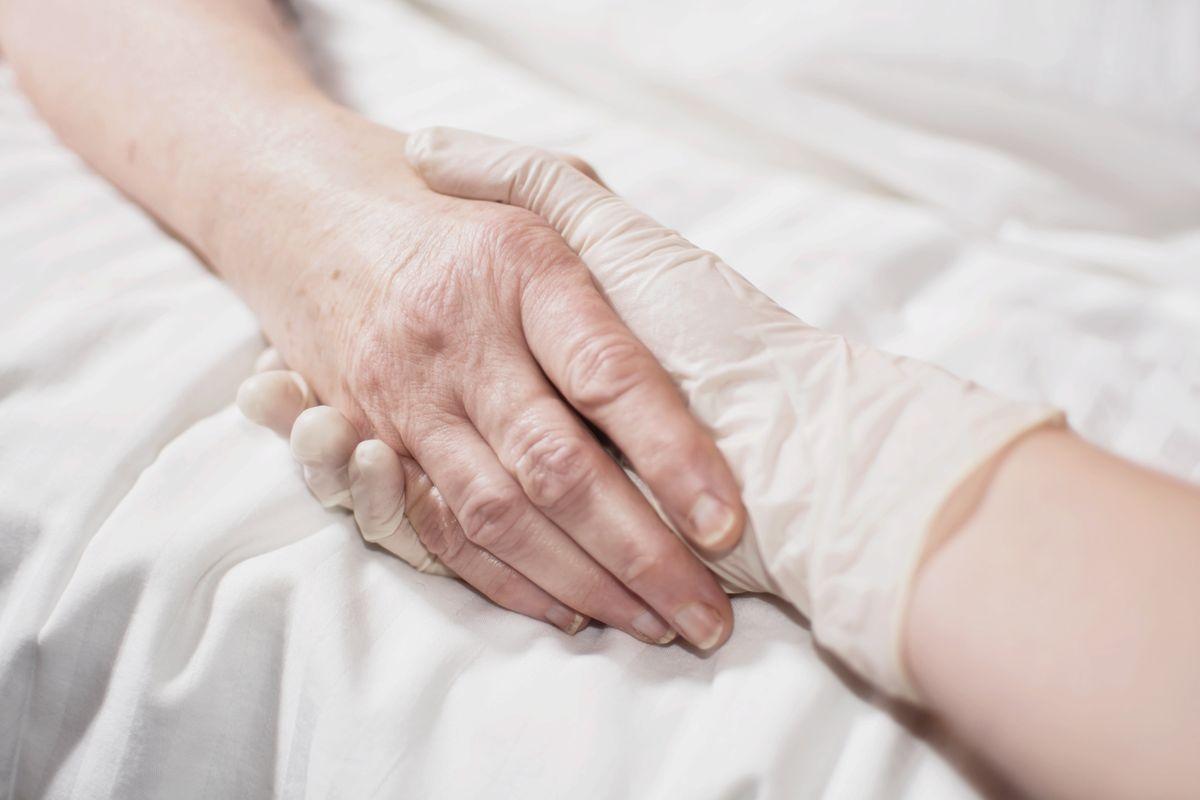 La scusa che sdogana l'eutanasia per tutti è il diritto alla salute