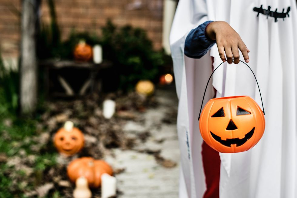 https://www.pexels.com/photo/person-carrying-pumpkin-bucket-1374546/