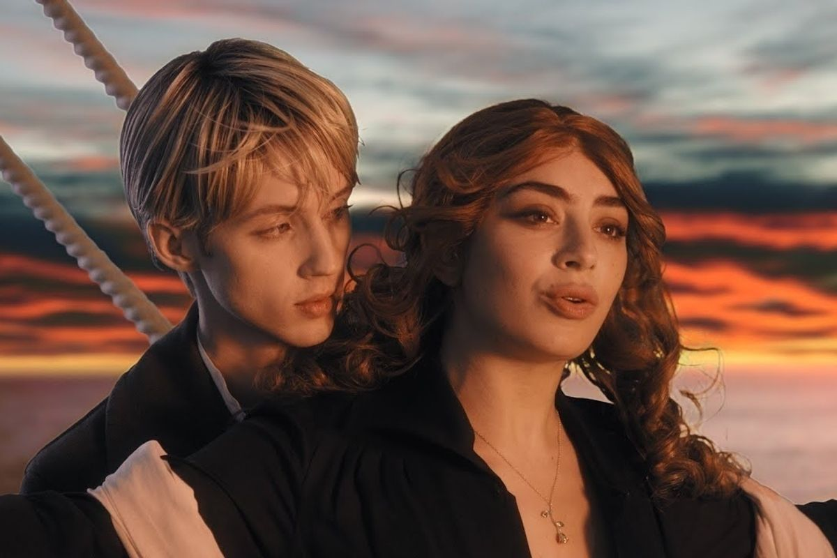 Watch Troye Sivan and Charli XCX Reenact 'Titanic'