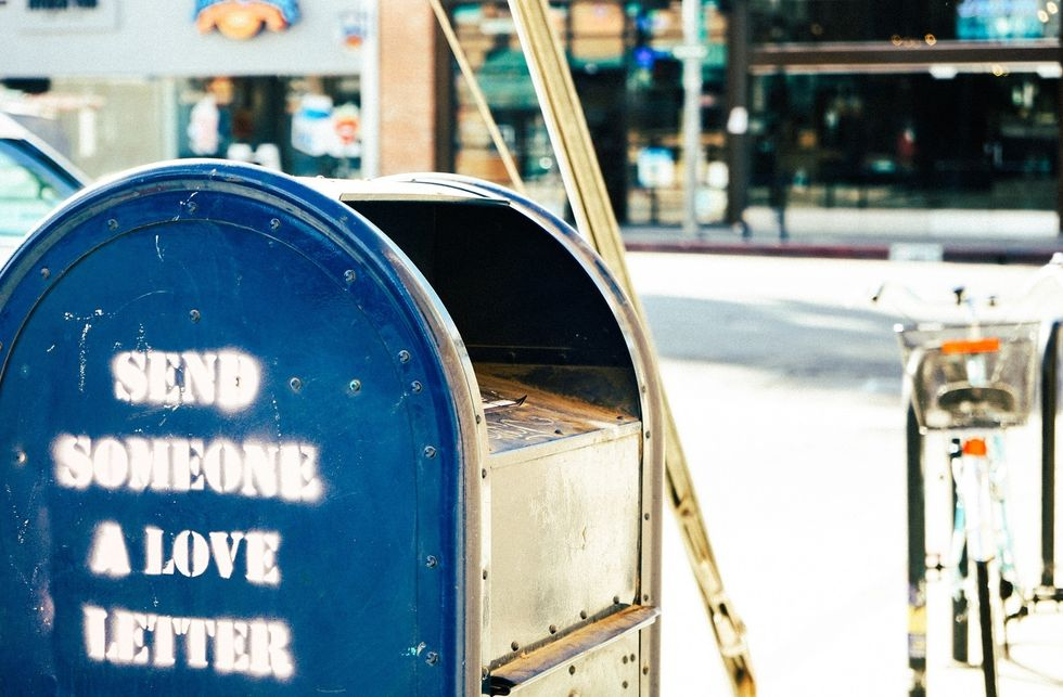 https://www.pexels.com/photo/letter-mail-mailbox-postbox-4943/