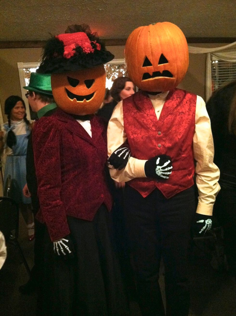10 Unique Couples' Halloween Costumes You HAVEN'T Seen Done A Bajillion Times Before