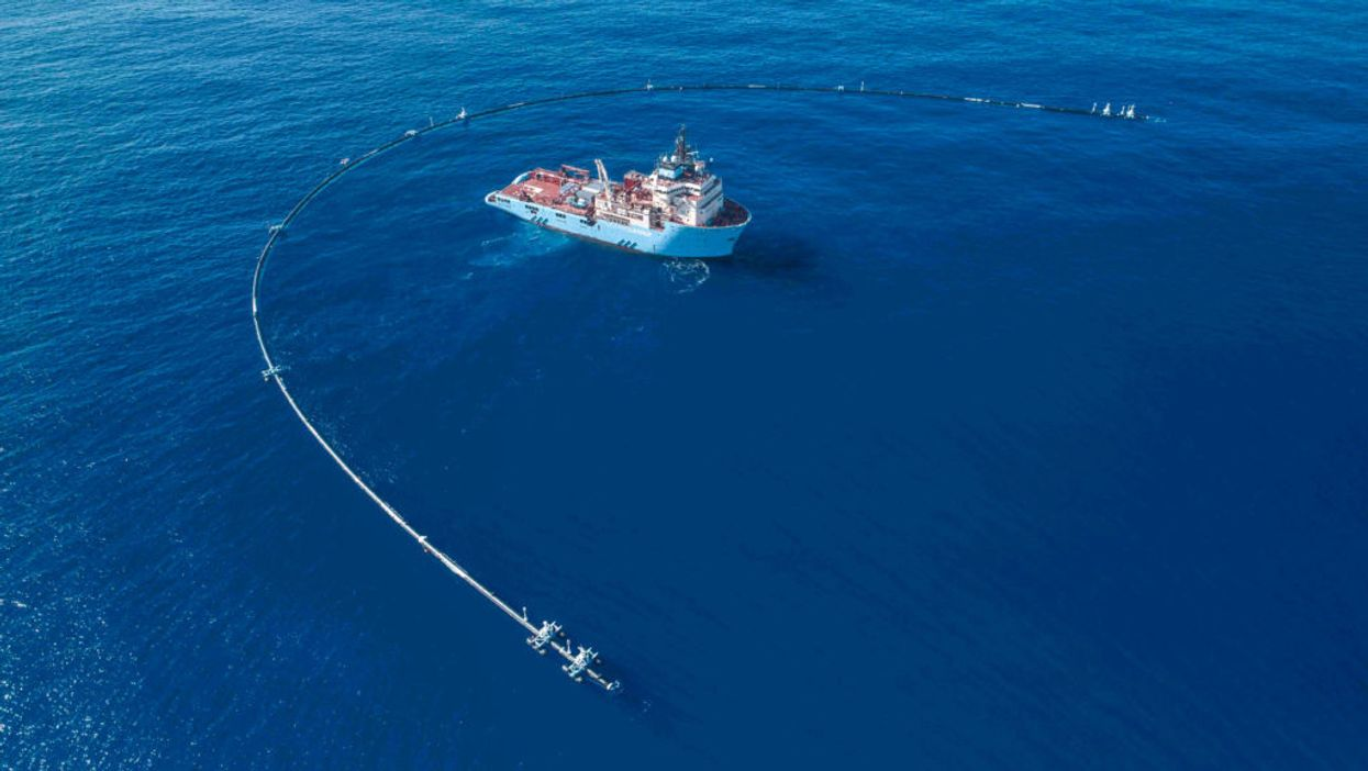 Ocean Cleanup's 2,000ft net deployed at Great Pacific Garbage Patch