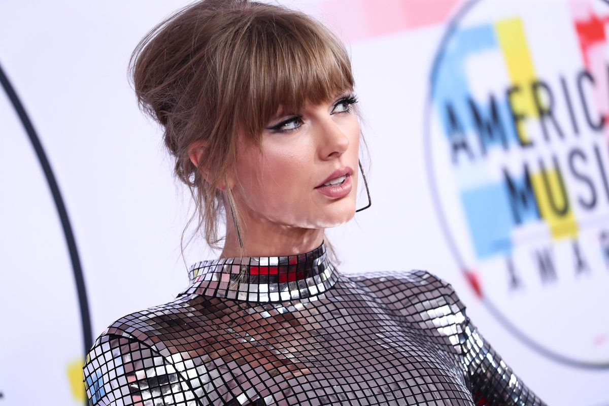 Taylor Swift Stays Woke, Urges Fans to Try Early Voting
