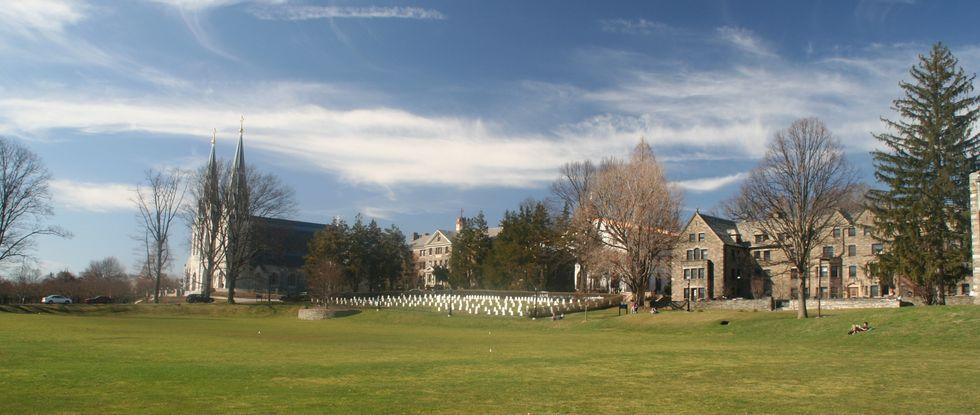 https://en.wikipedia.org/wiki/File:Villanova_University_A_panoramic_shot.jpg