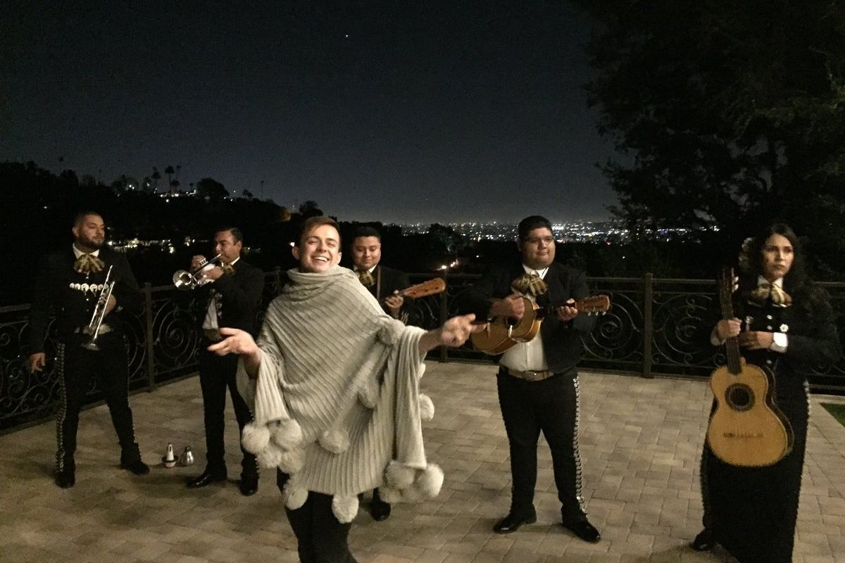 Ariana Grande's Friends Surprised Her With A Mariachi Band Playing 'Thank U, Next'