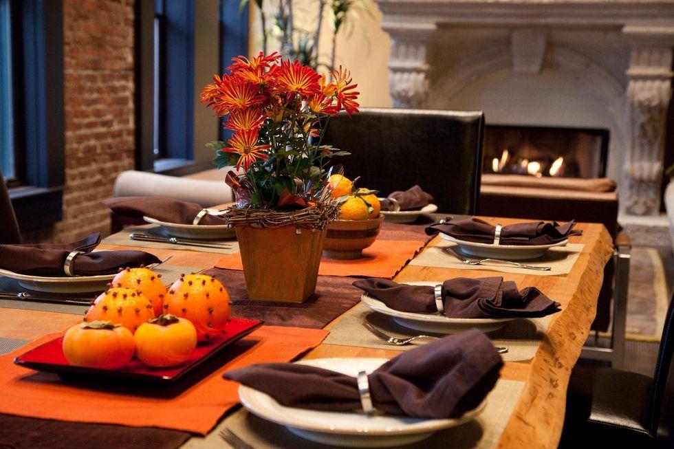 https://commons.wikimedia.org/wiki/File:Thanksgiving_table_-_2.jpg