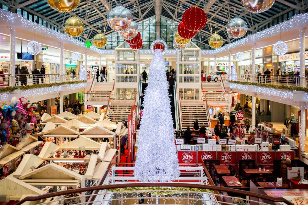 The Ultimate Guide To Surviving The Mall On Black Friday