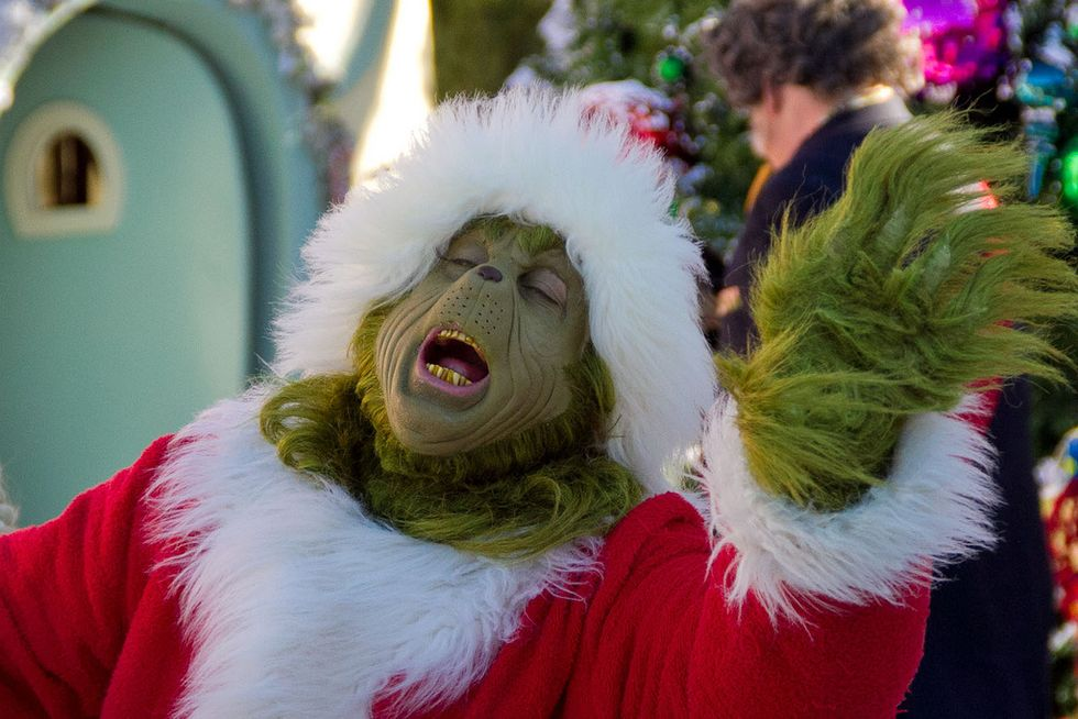 Every College Girl's Dating Life, As Told By The Grinch