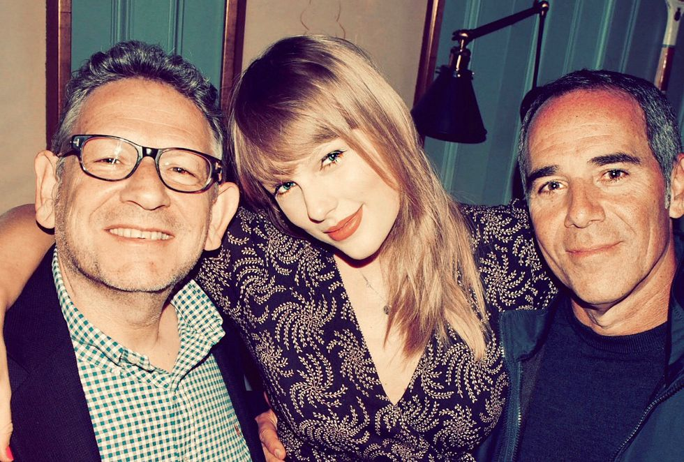 Taylor Swift's New Record Deal With Spotify Means Major Things For ALL Artists
