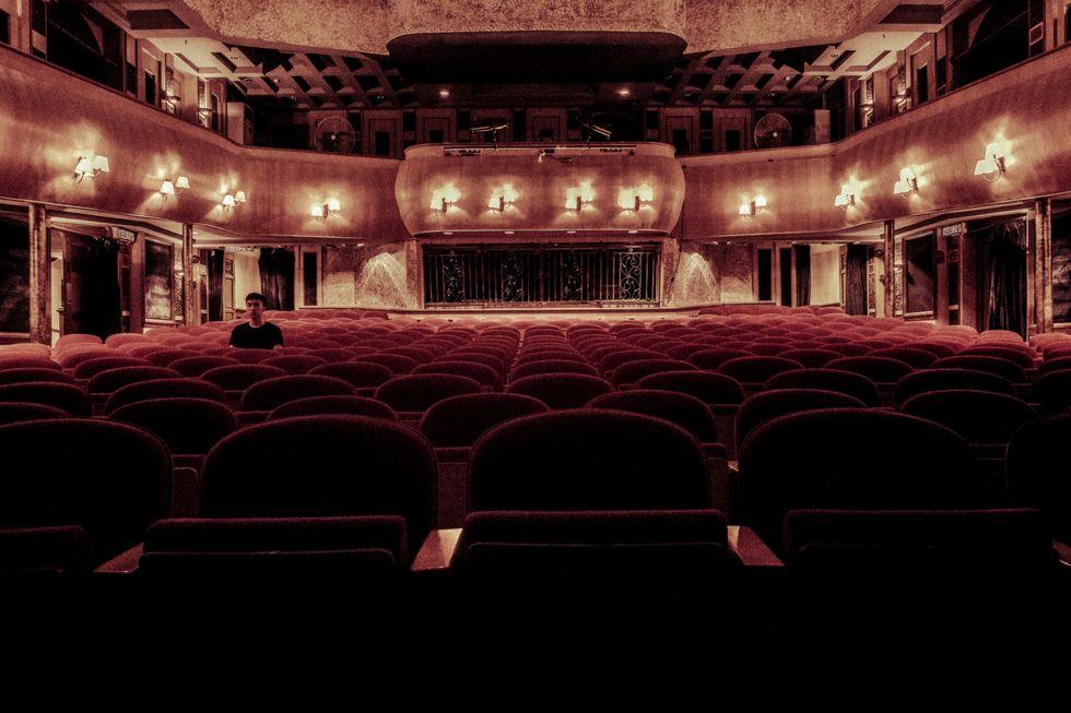 https://www.pexels.com/photo/architecture-room-indoors-auditorium-109669/