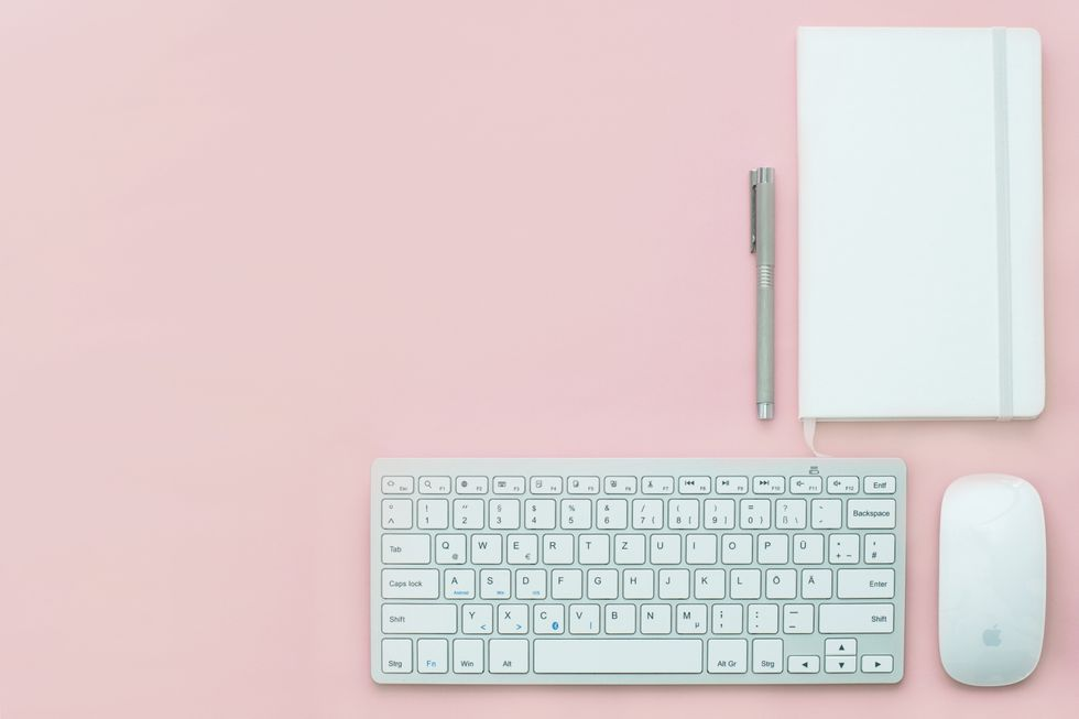 https://www.pexels.com/photo/apple-background-desk-electronics-399161/