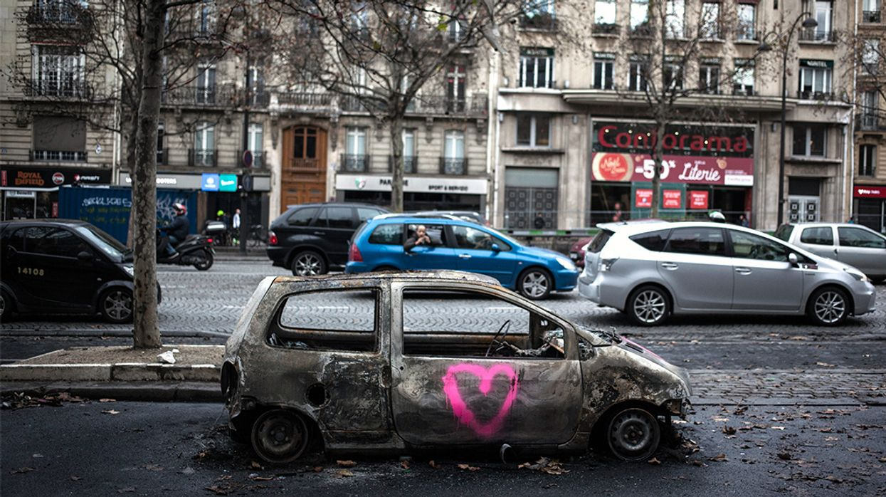 France Suspends Gas Tax as Trump Falsely Blames Paris Agreement for Riots