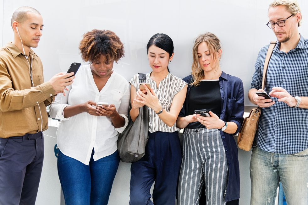 Stop Letting Social Media Dictate Your Social Life