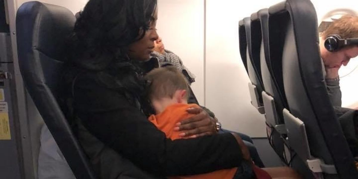 Airport kindness goes viral: How 3 women saved this mama during a hard flight