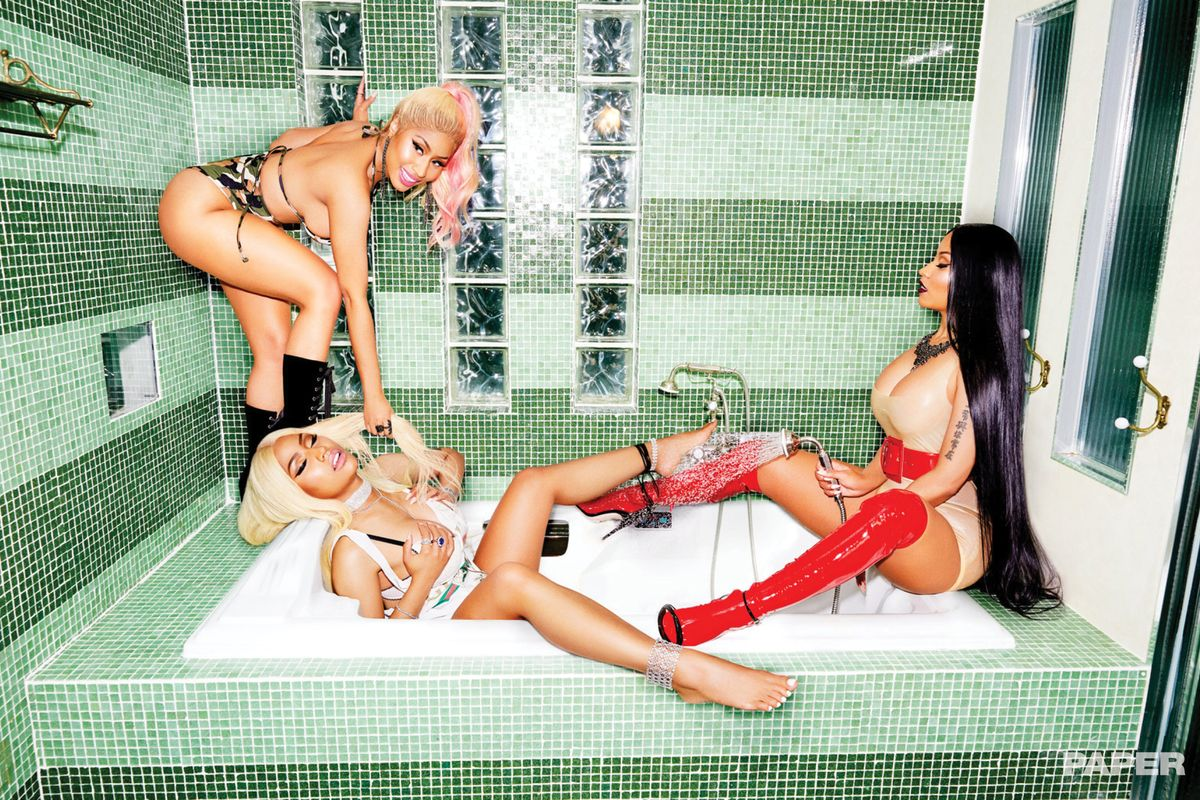 Break the Internet: Minaj à Trois