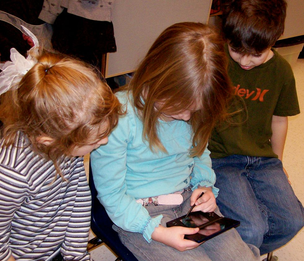 Kids Playing on Nintendo DS