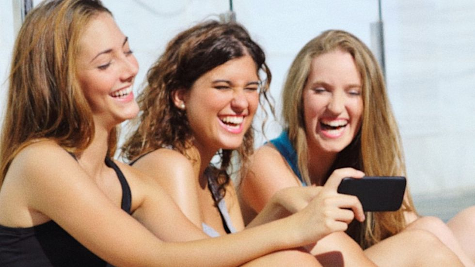 Fellas, These 8 Features On Your Dating Profile Will Make Any Girl Swipe Left
