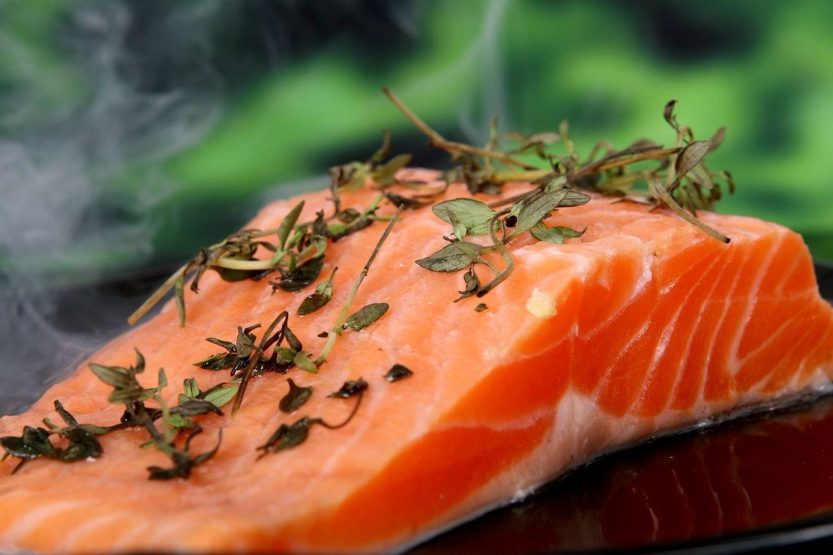 Salmone, la qualità si misura con il pollice