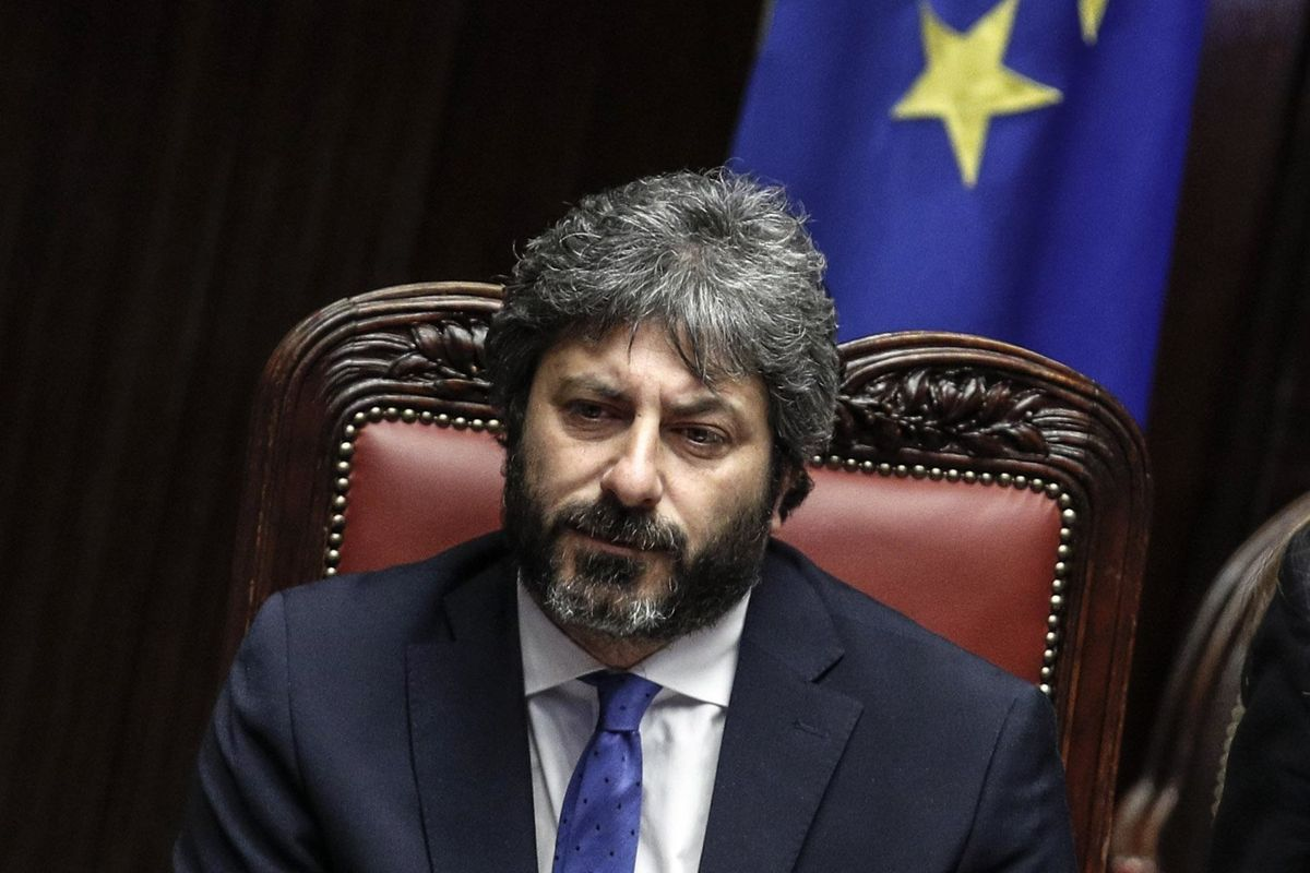 Fico chiude la Camera: vietato far domande sui doni di casa Renzi
