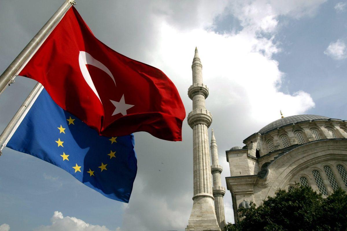 La Turchia butta giù la sua lira. Il conto va a chi ha l'euro in tasca