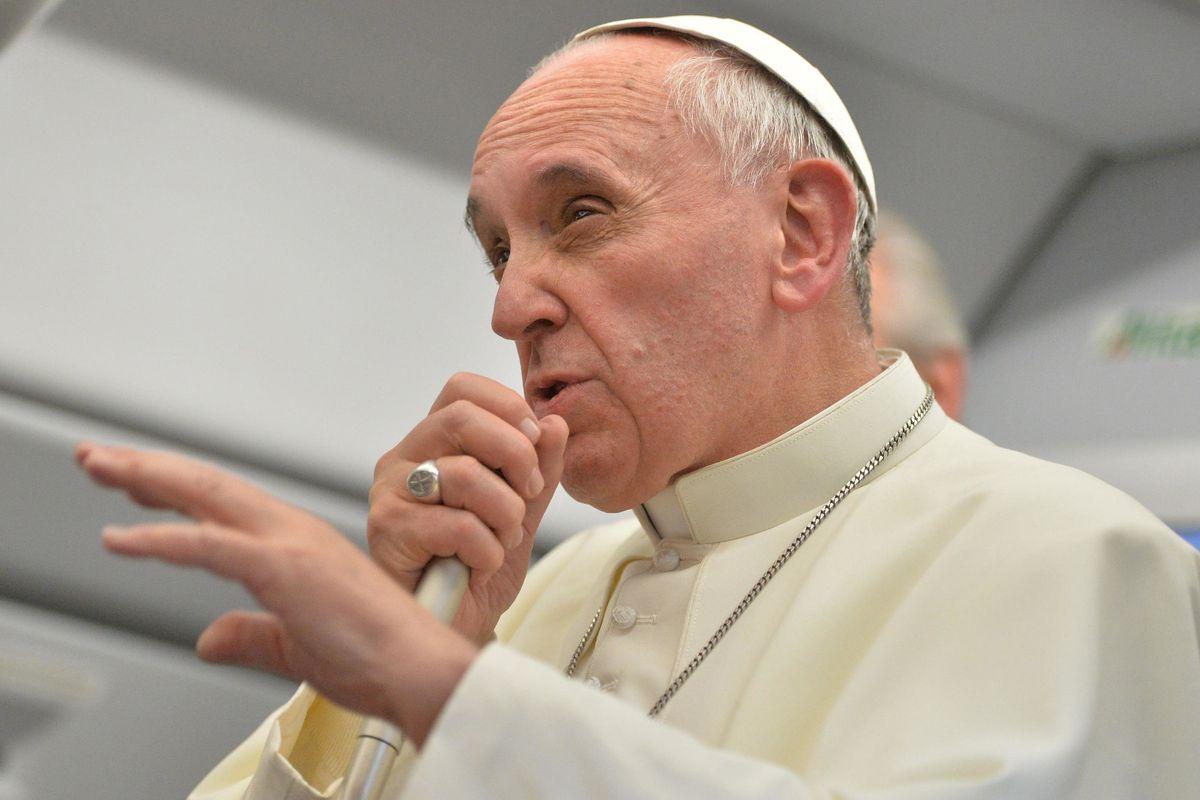 Il Papa bastona i suoi: «Meglio essere atei che cristiani ipocriti»