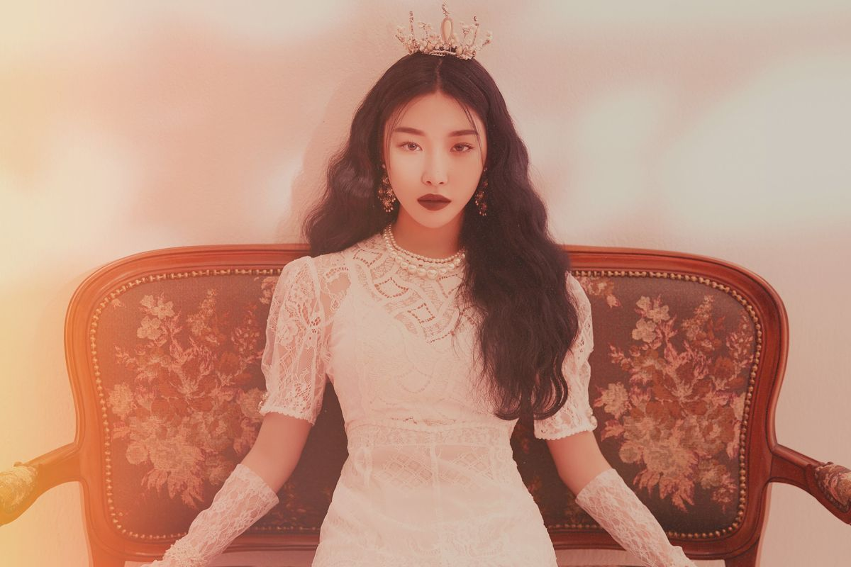 K-Pop Star Chungha Kicks Off 2019 With a Not-So-Cinderella Story