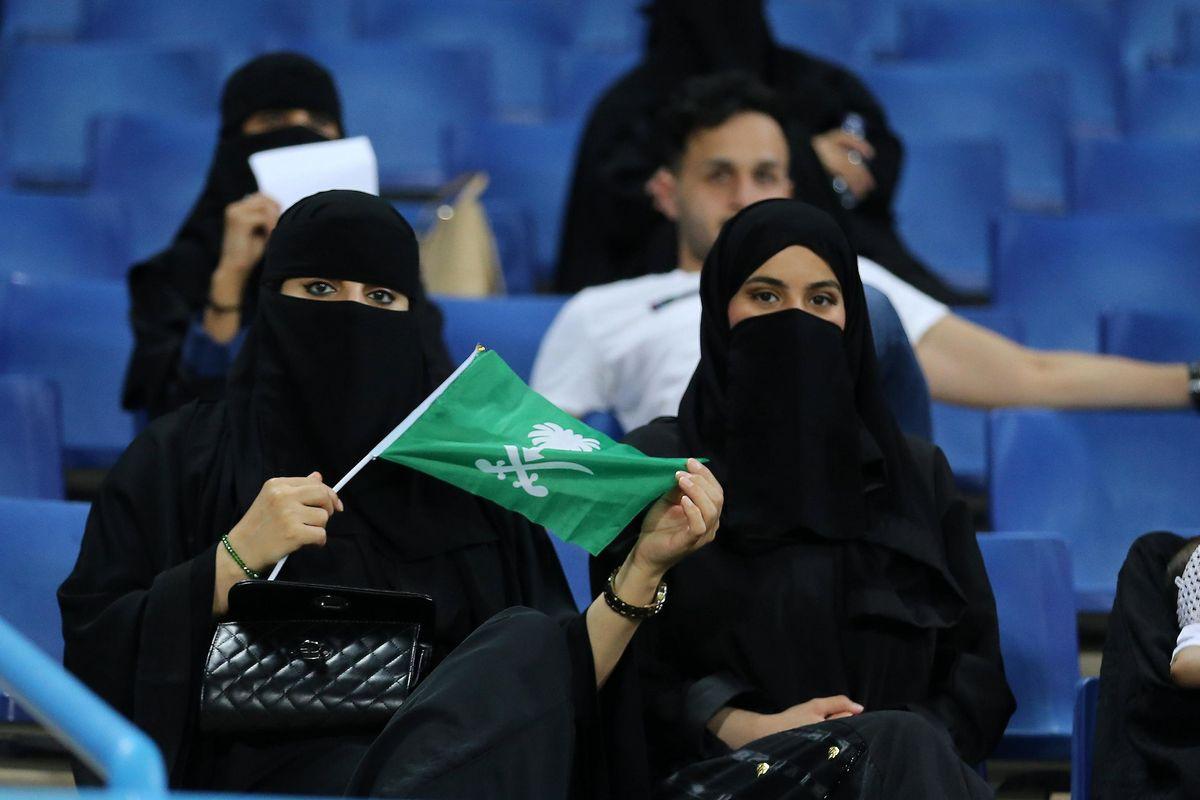Velo integrale e garante saudita: italiane in trasferta nel Medioevo