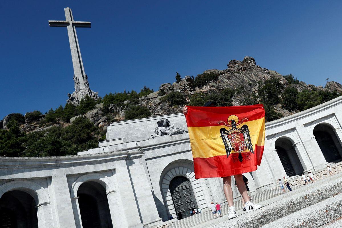 Accecata dall'odio, la sinistra spagnola vuole cacciare Franco dalla tomba