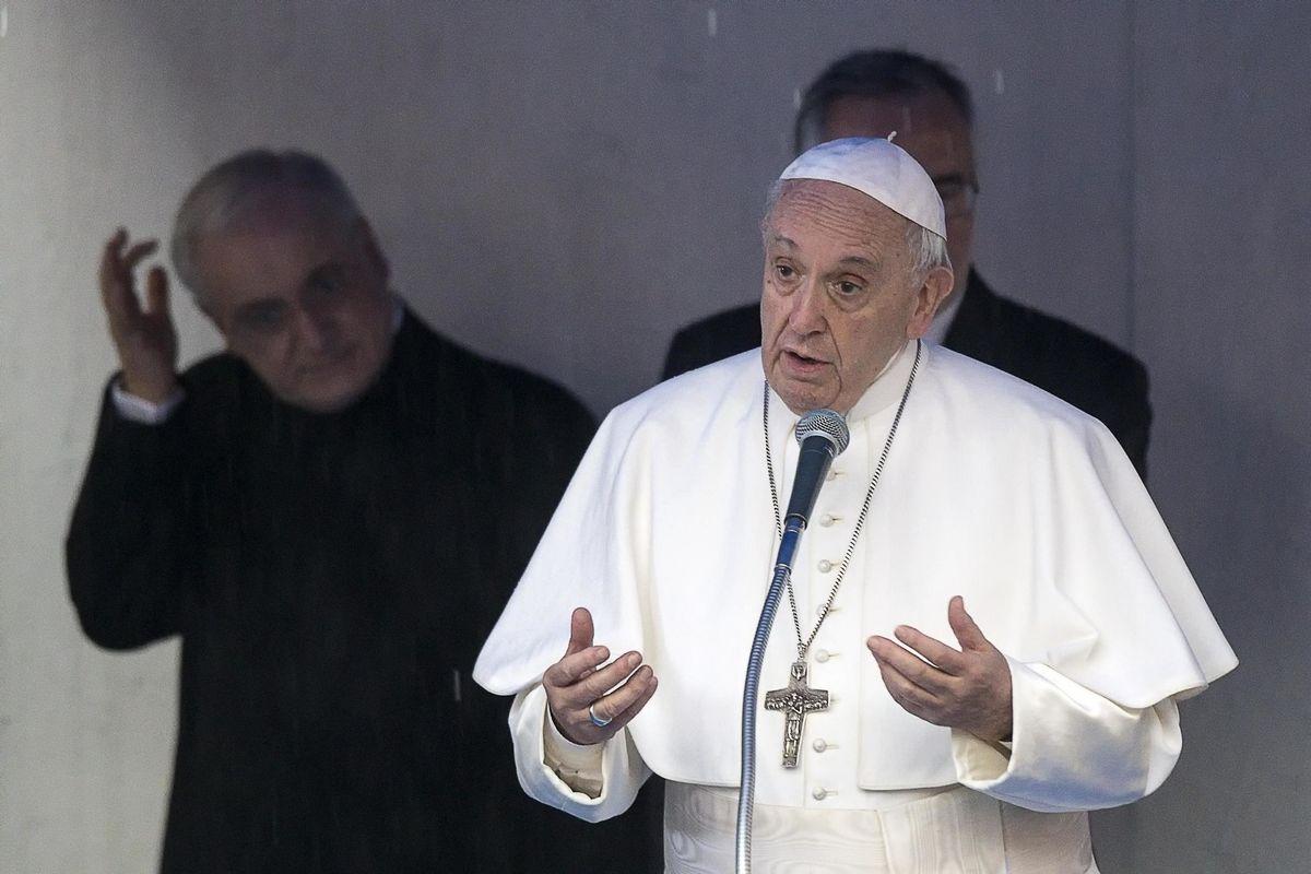 «Aiutiamoli a casa vostra». Pd e Vaticano nel panico per i valdesi