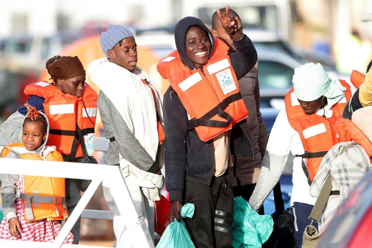 L'urlo di sfida dei taxisti delle Ong: «Grazie, adesso torniamo in mare»