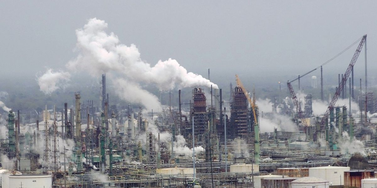 Major Investors Pressure Exxon to Set CO2 Reduction Targets