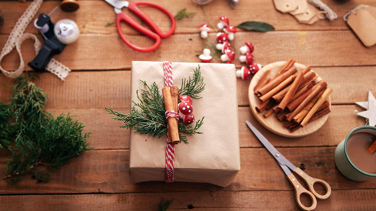 How to Have Yourself a Plastic-Free Christmas