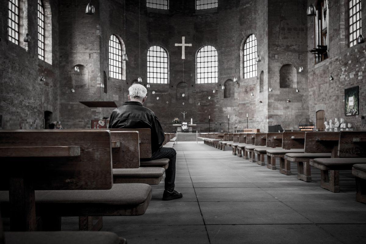 Botte, borseggi e furti di elemosine: in chiesa scatta l'allarme sicurezza