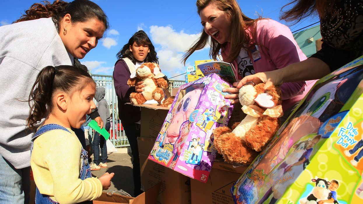 Why giving gifts brings you more happiness than receiving them