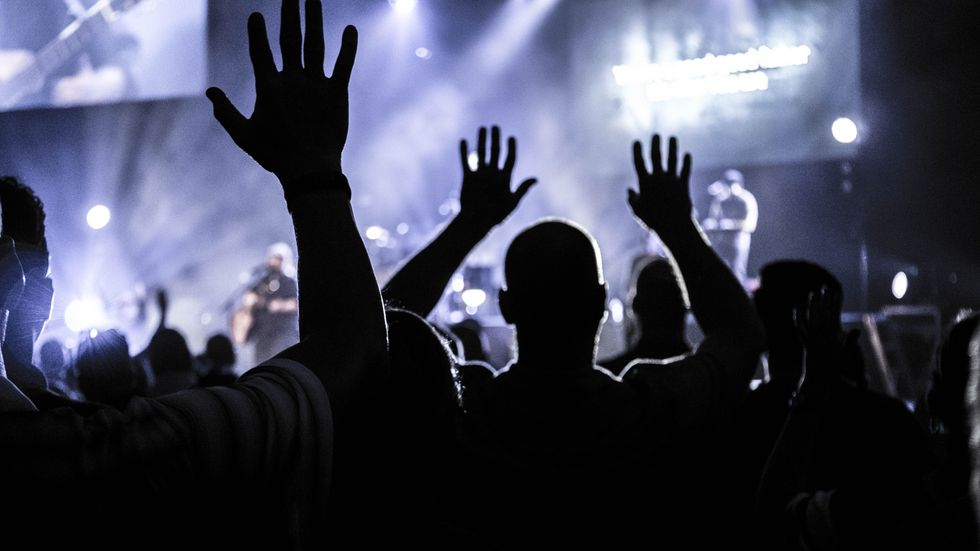 20 Worship Songs For When Your Anxiety Is In Control