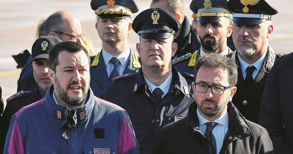 Salvini si difende sul caso Diciotti. E intanto arriva un'altra inchiesta