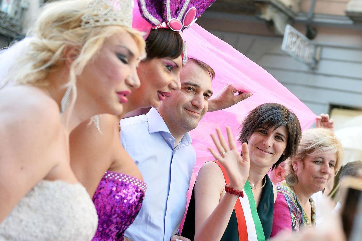 La Procura di Roma si muove: «No alla registrazione dei bimbi delle coppie gay»
