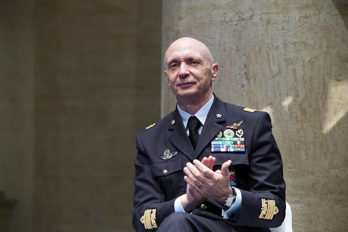 Il ministro Trenta cambia i gradi dei militari di Napolitano