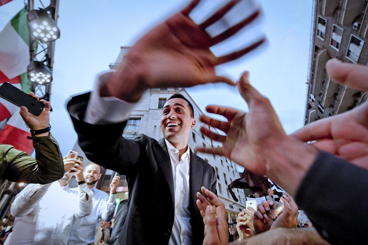 Di Maio chiede «un po' di deficit» per placare la base del Movimento