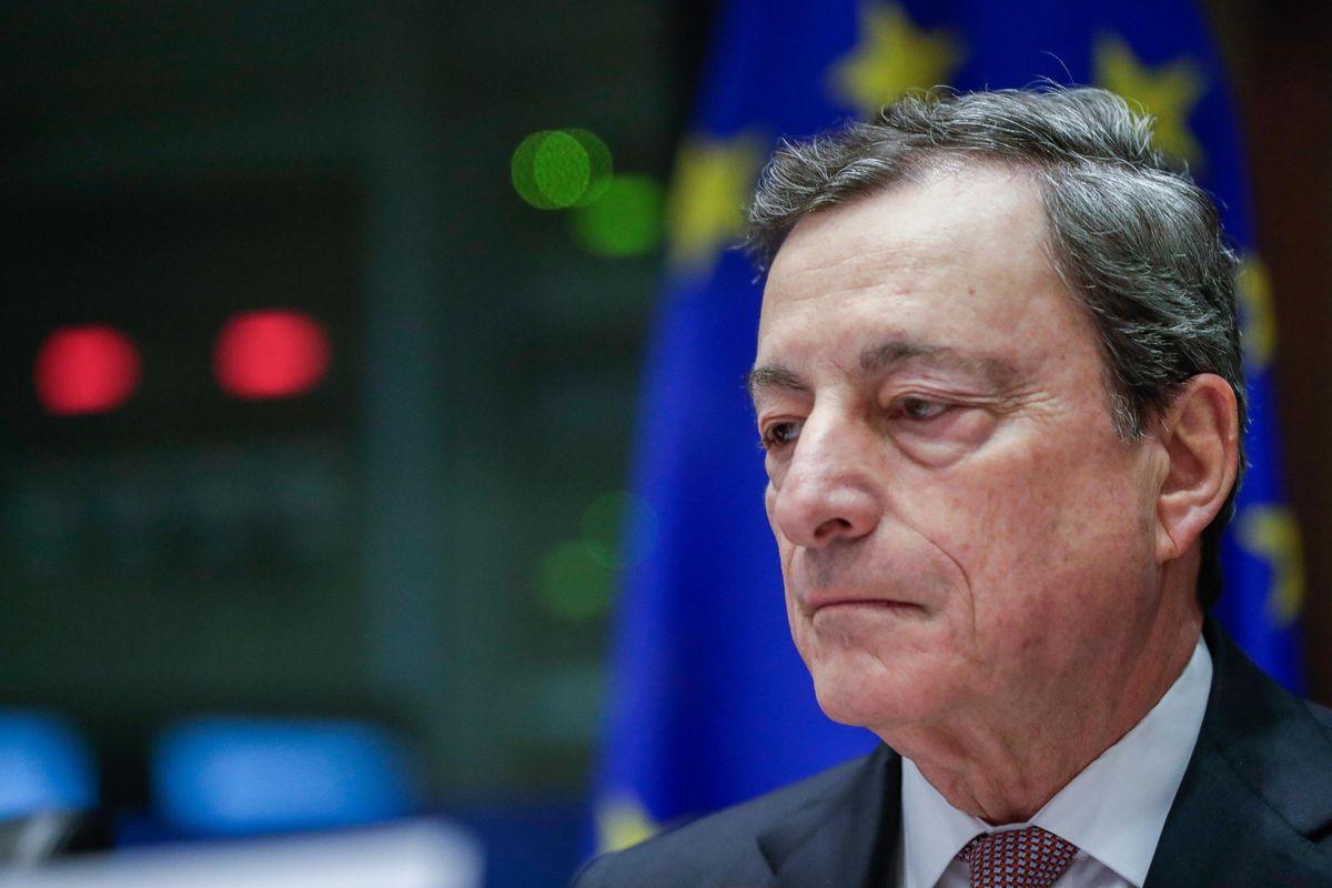 Draghi chiude il rubinetto del Qe, ma è pronto a riaprirlo se servirà