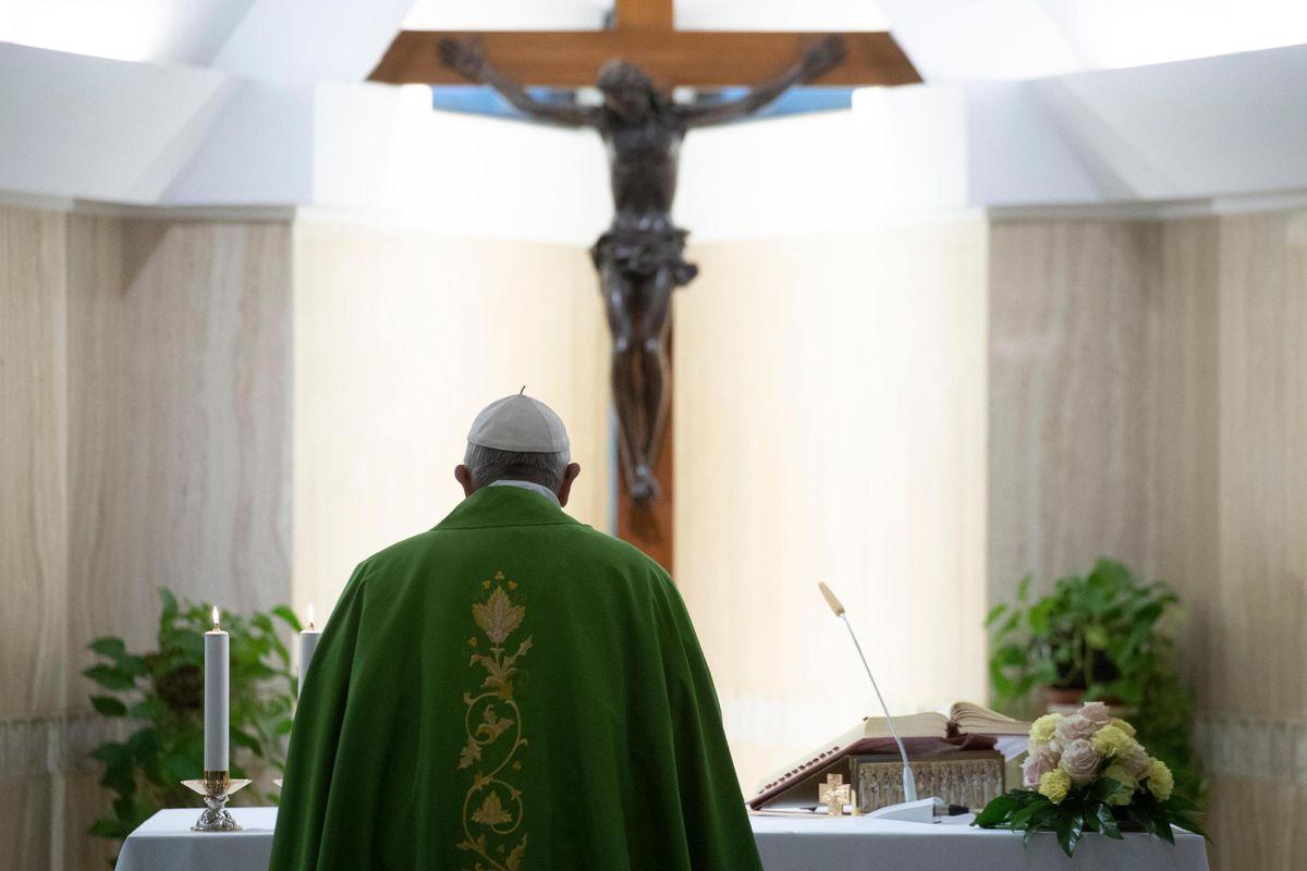 Bergoglio chiede una messa da corsa. «Prediche corte, massimo 8 minuti»