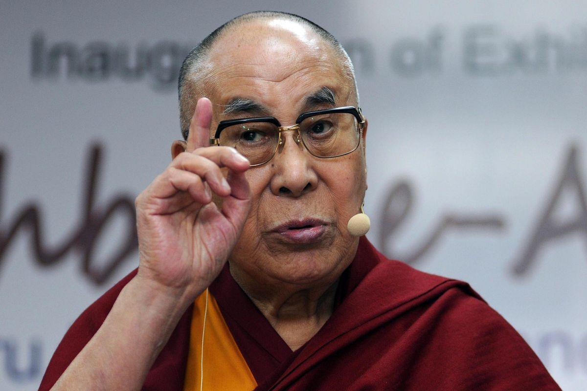 Anche il Dalai Lama si scopre sovranista: «Migranti a casa, Europa agli europei»