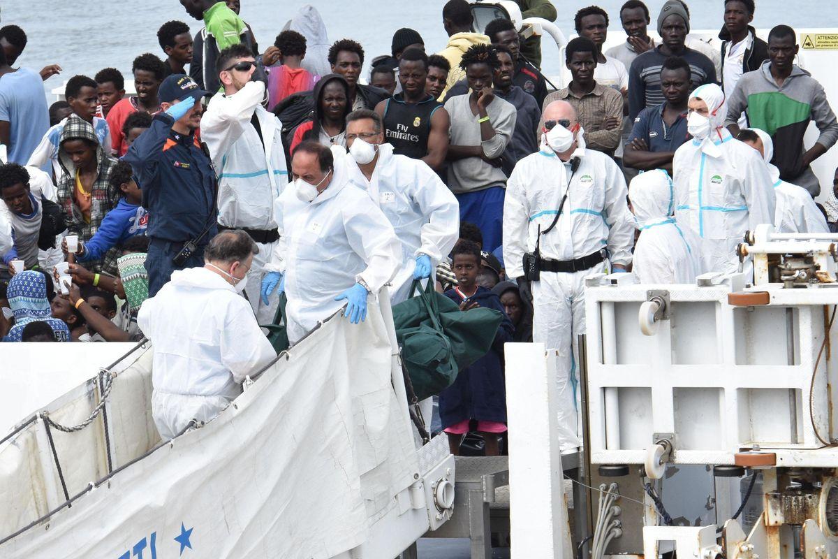 I migranti vogliono querelare Salvini per detenzione illegale sulla Diciotti