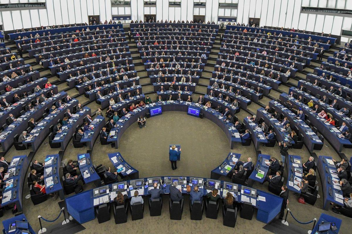 Strasburgo contro la democrazia: puniti Orban e la libertà su Internet