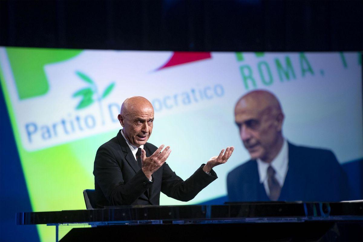 Con l'uscita di scena di Minniti dal Pd, Renzi consuma la vendetta sui servizi