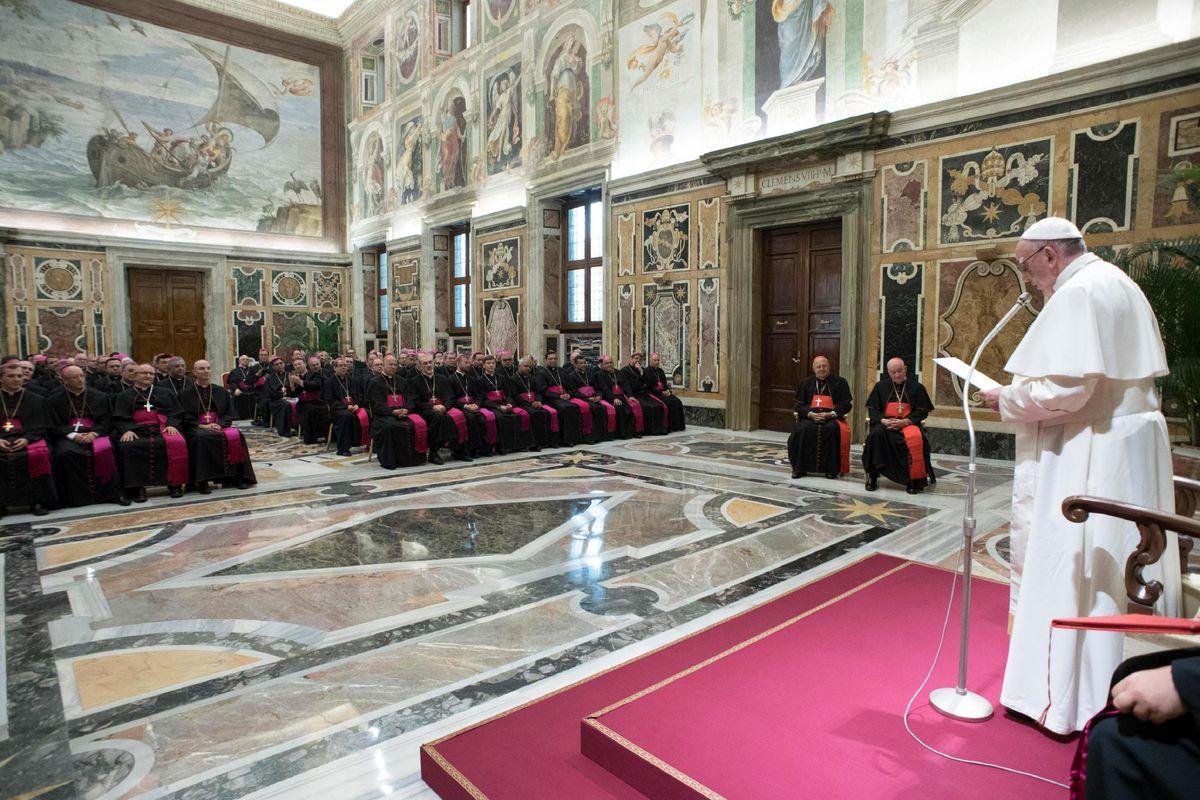 I vescovi degli States chiedono un sinodo. Ma il Vaticano studia l'attacco all'ex nunzio